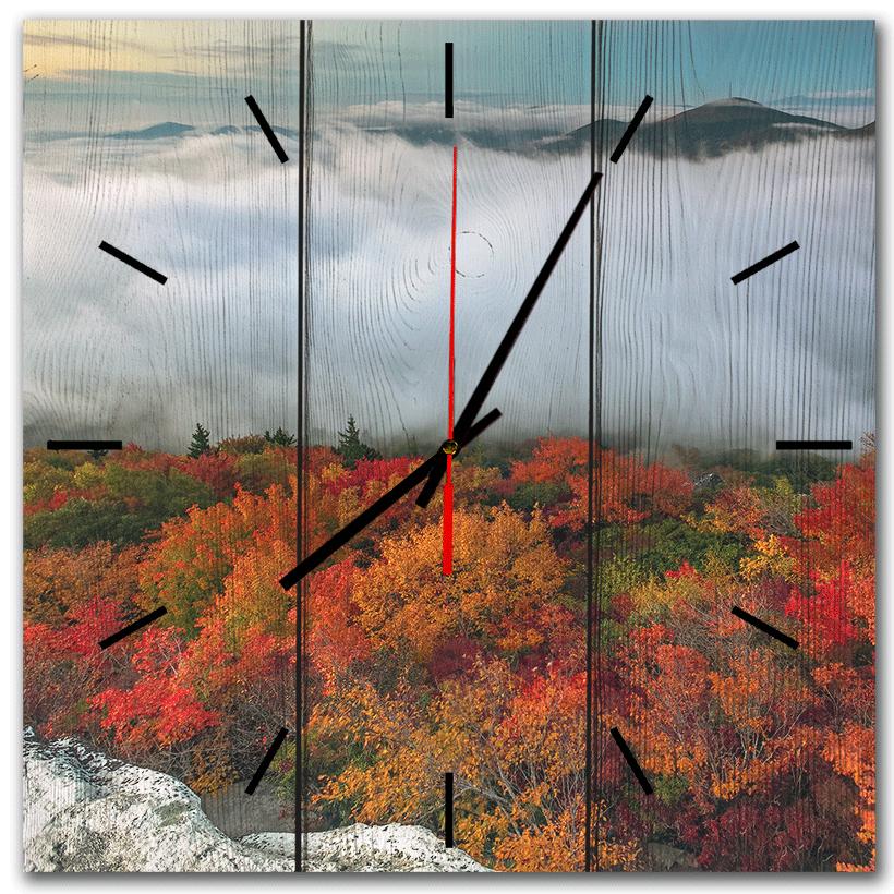 настенные часы в подарок дерево
